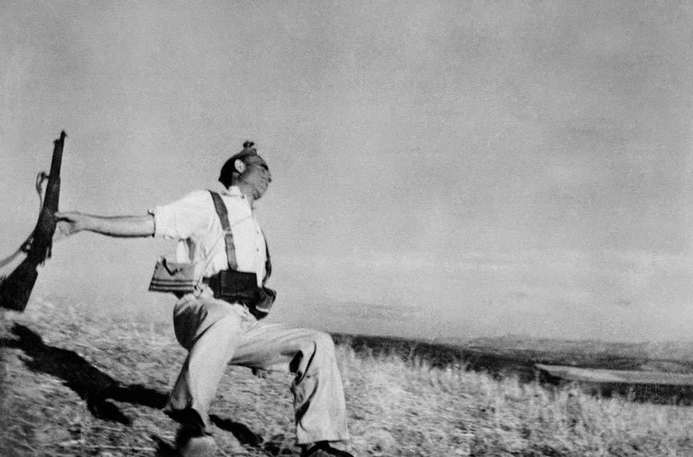 Robert-Capa-The-Falling-Soldier-1936